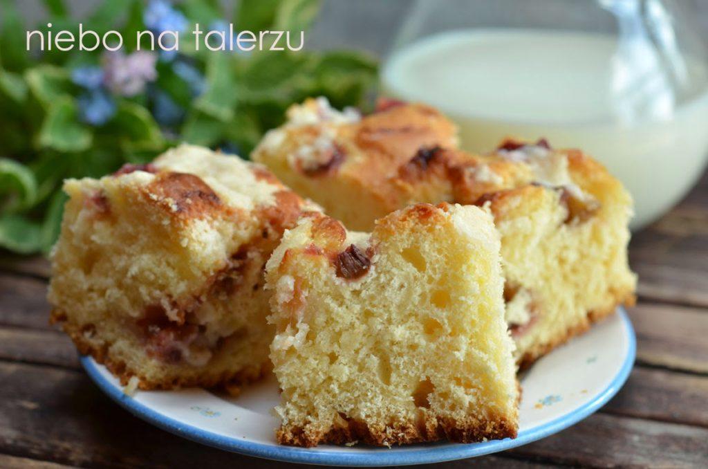 Ciasto drożdżowe zrabarbarem