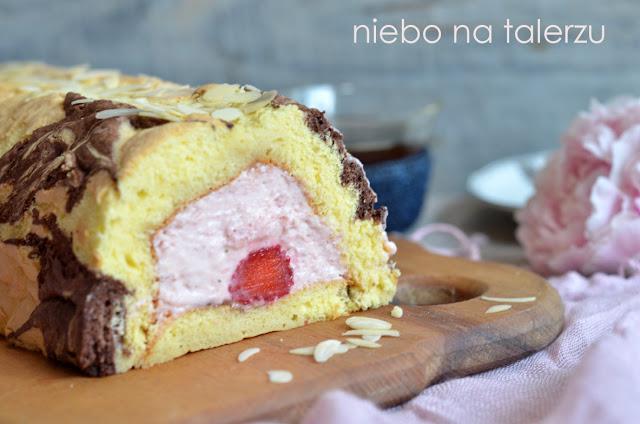 ciasto ztruskawkowym kremem