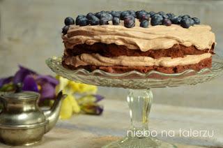 tort czekoladowy zjagodami