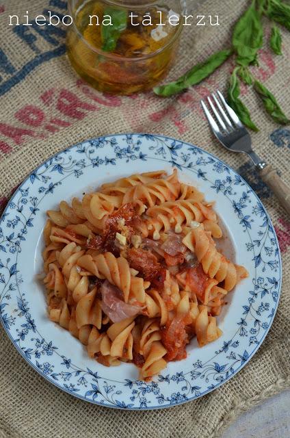 makaron wsosie pomidorowym