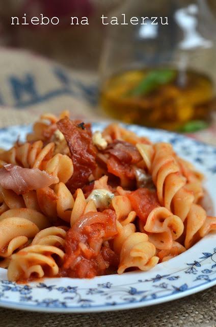 szybki makaron wsosie pomidorowym