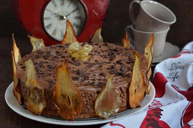 Czekoladowe ciasto zmusem igruszkami