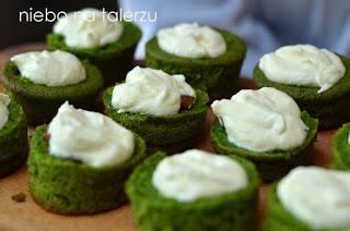 babeczki zielony mech