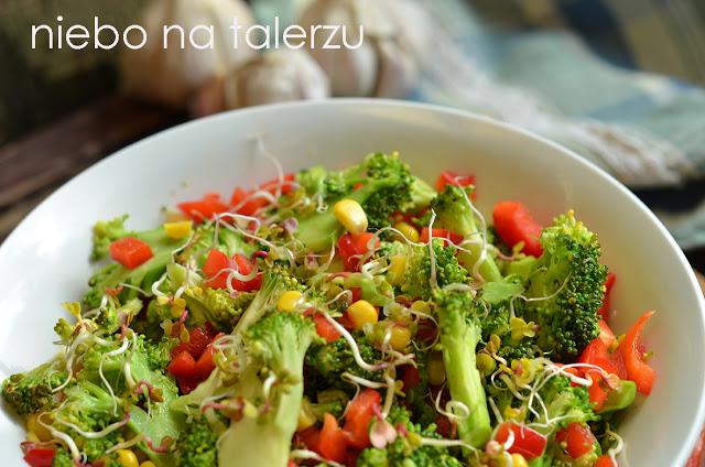 surówka brokułowa