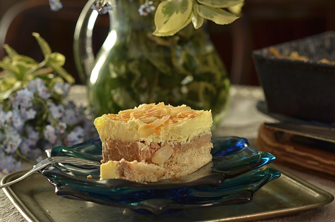ciasto z kremem i migdałami