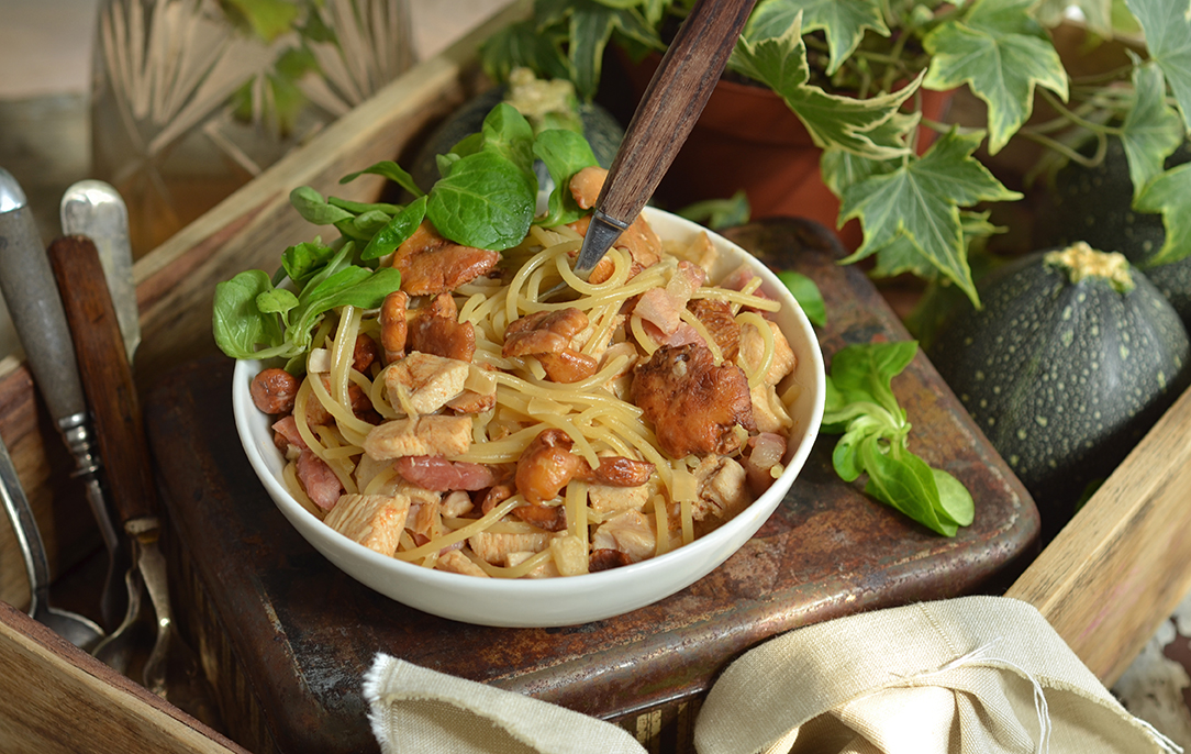 makaron w sosie z kurkami i kurczakiem