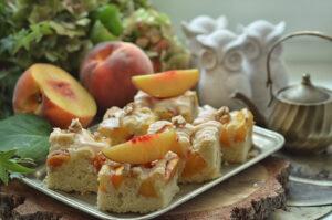 łatwe ciasto piaskowe z brzoskwiniami