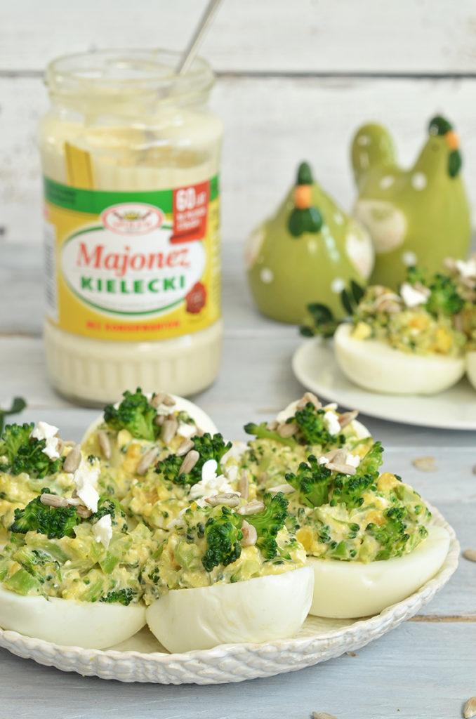 jajka faszerowane pastą zbrokułów isera feta