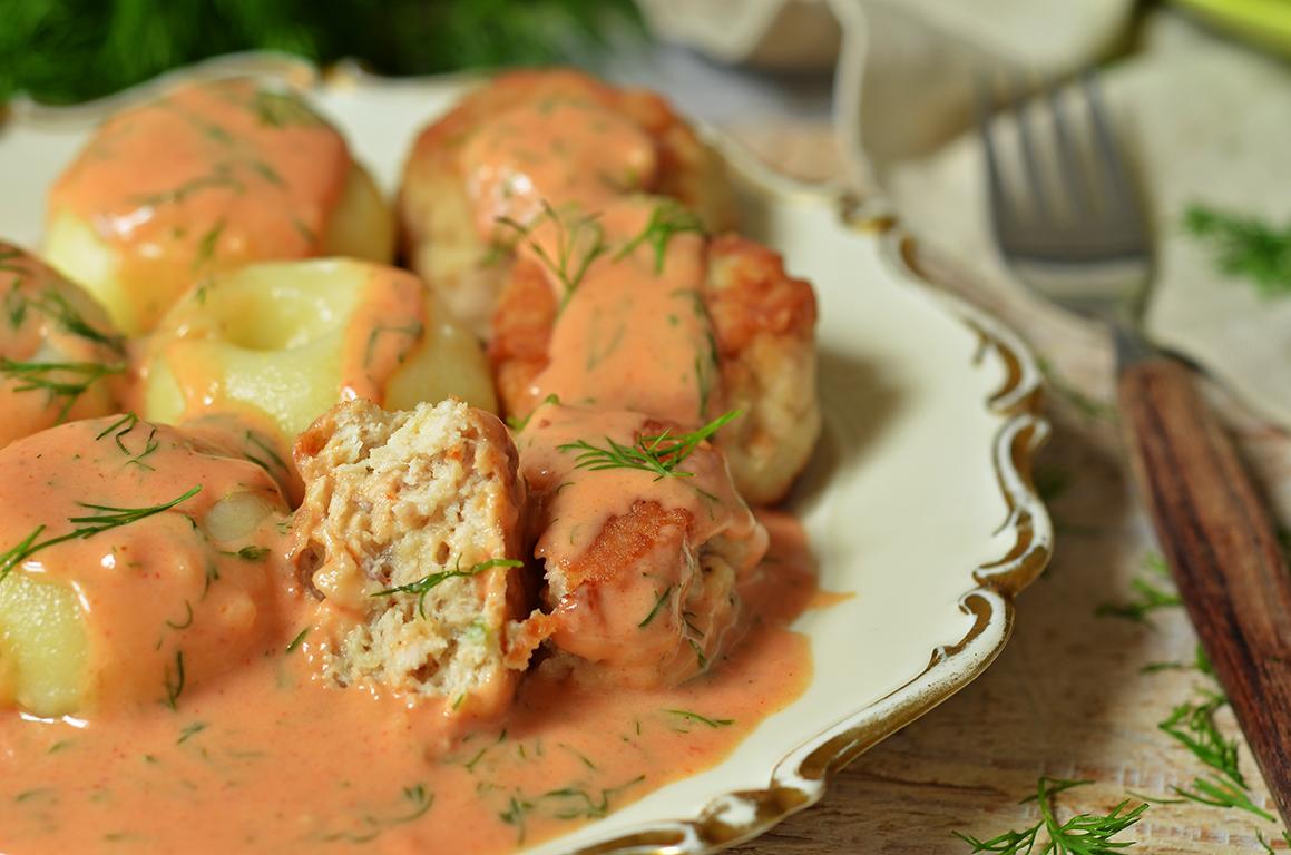 pulpety z indyka w sosie pomidorowo-koperkowym