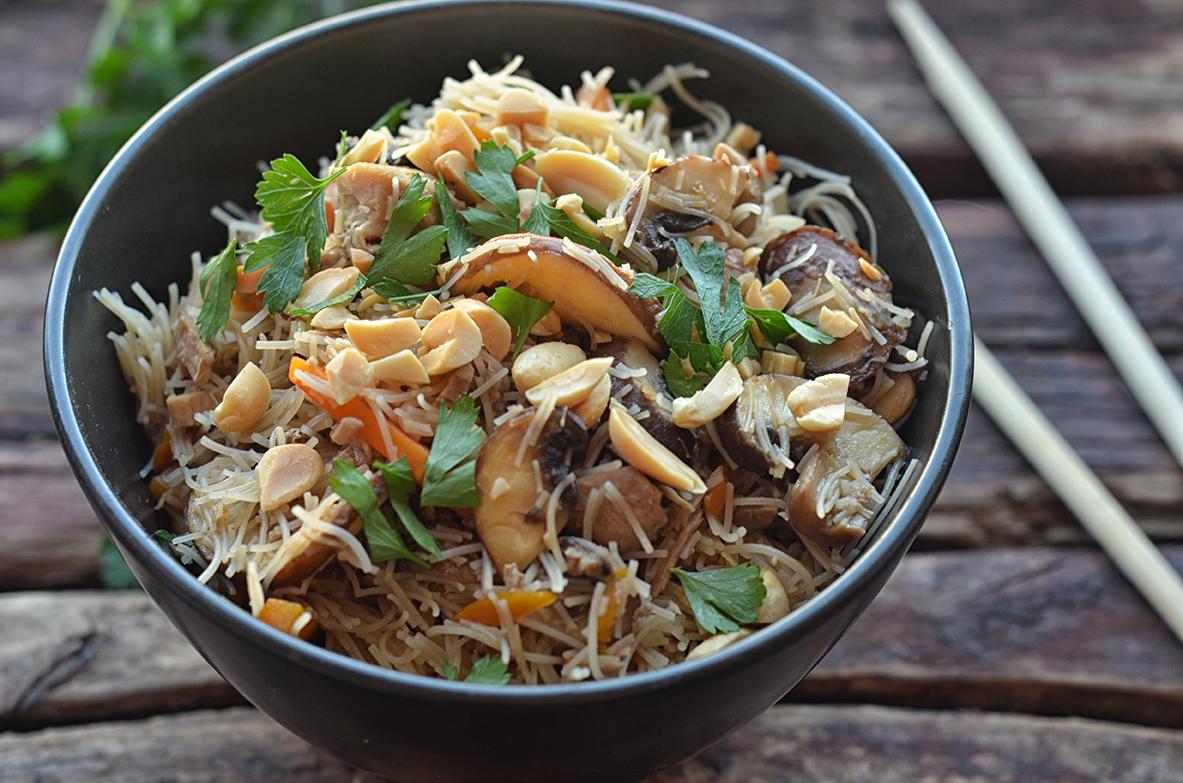makaron teriyaki z kurczakiem i warzywami
