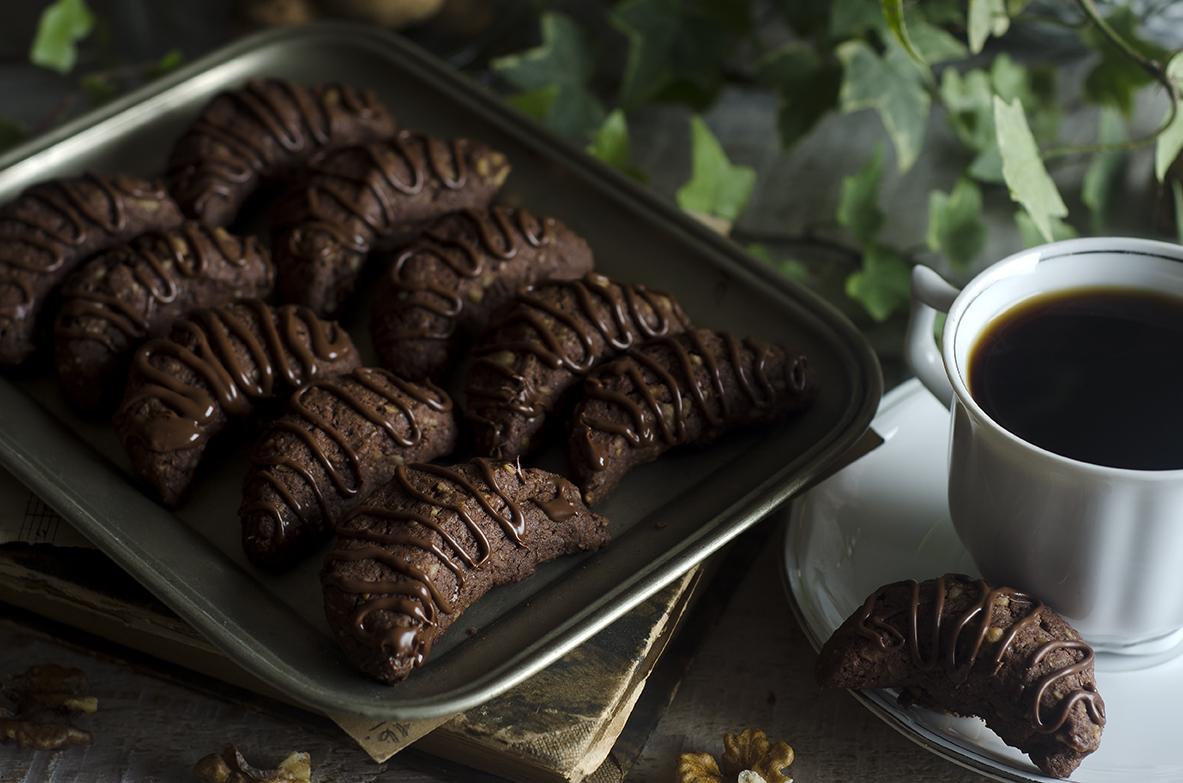 ciasteczka orzechowe rożki z czekoladą
