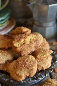 ciasteczka z prażónym kokosem i toffi