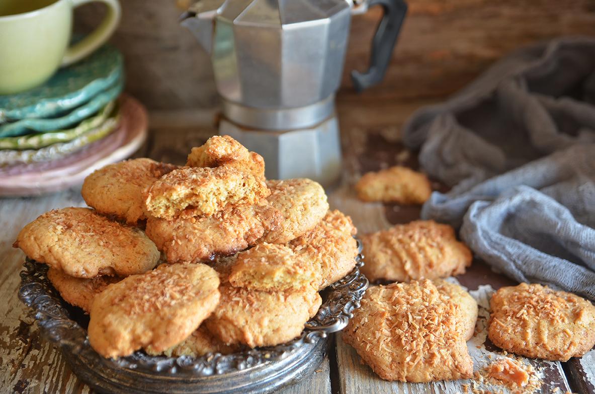 ciasteczka z prażonym kokosem i toffii