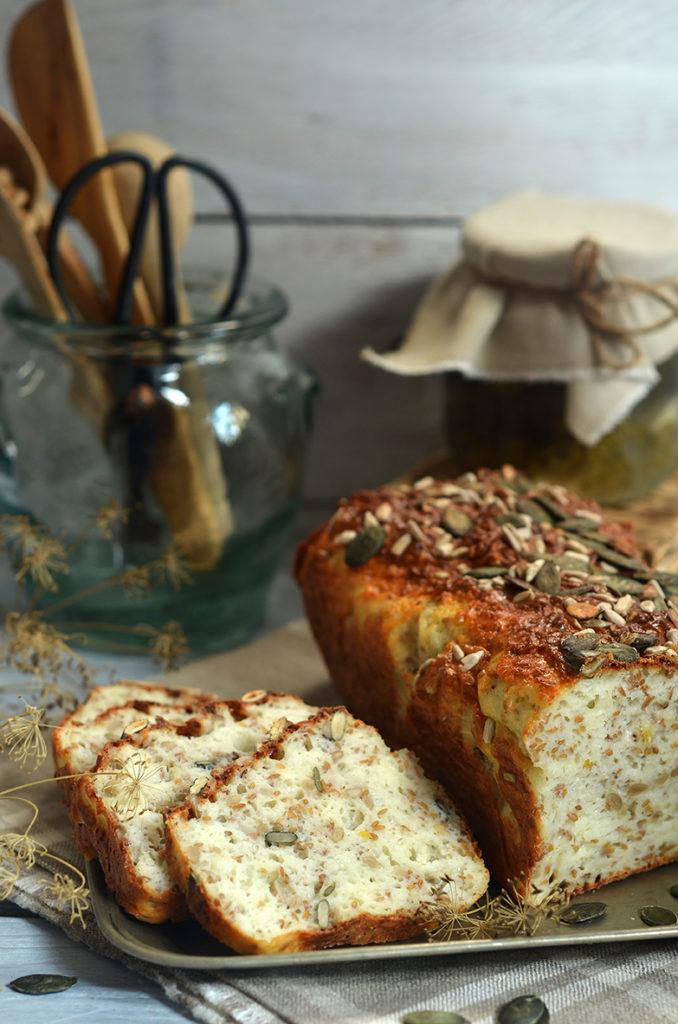 chleb zziarnami bezdrożdży