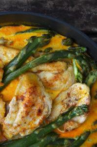 Kurczak w sosie ze szparagami