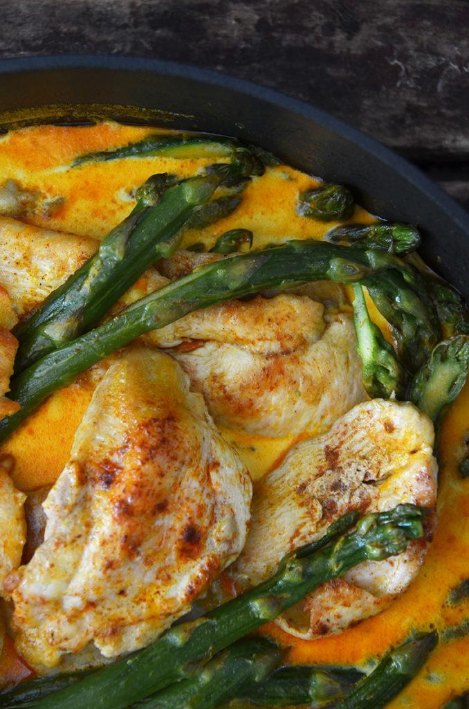 Kurczak wsosie zeszparagami