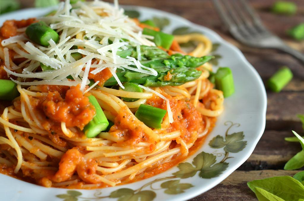 Pyszny makaron wpomidorowym sosie
