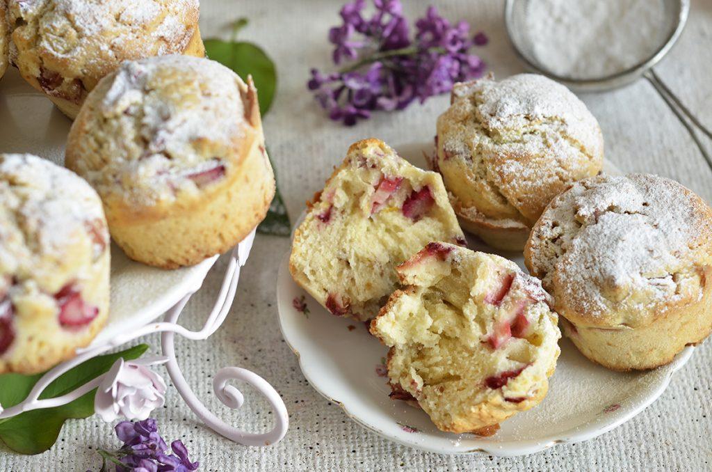 Muffinki zrabarbarem iorzechami