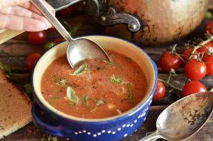 pyszna zupa z pomidorków koktajlowych