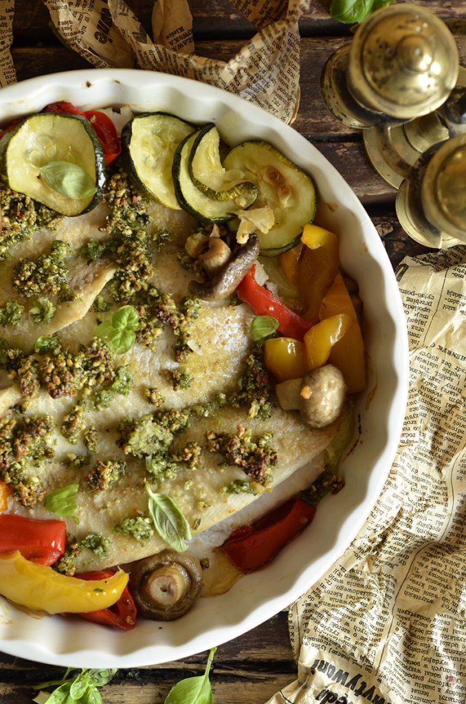 Ryba pieczona zpesto iwarzywami