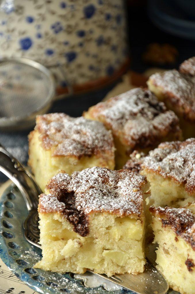 proste ciasto zjabłkami, orzechami icynamonem