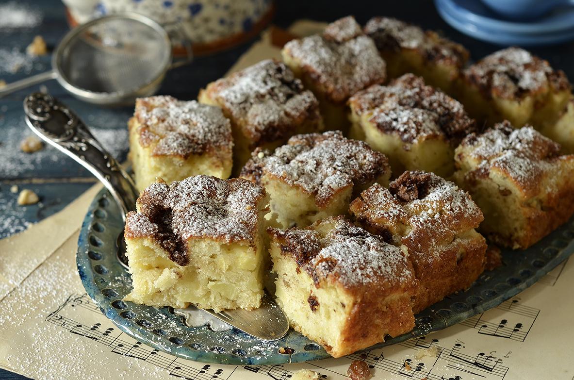 proste ciasto z jabłkami, orzechami i cynamonem